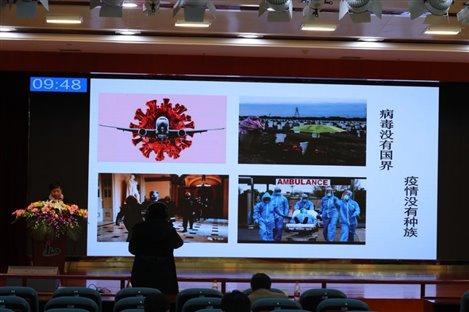 图片包含 室内, 照片, 电脑, 桌子  描述已自动生成